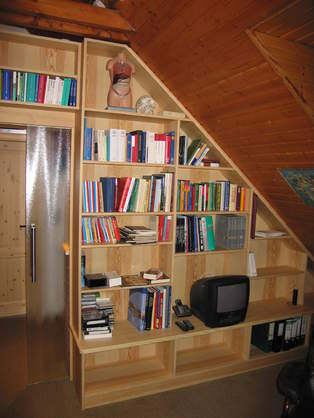 bibliothek-in-der-schraege-jpg.jpg