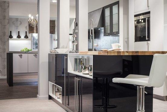 Durch unsere kompetenz im innenausbau finden wir für jede küche eine optimale und auf sie individuell zugeschnittene lösung somit haben sie an den stellen
