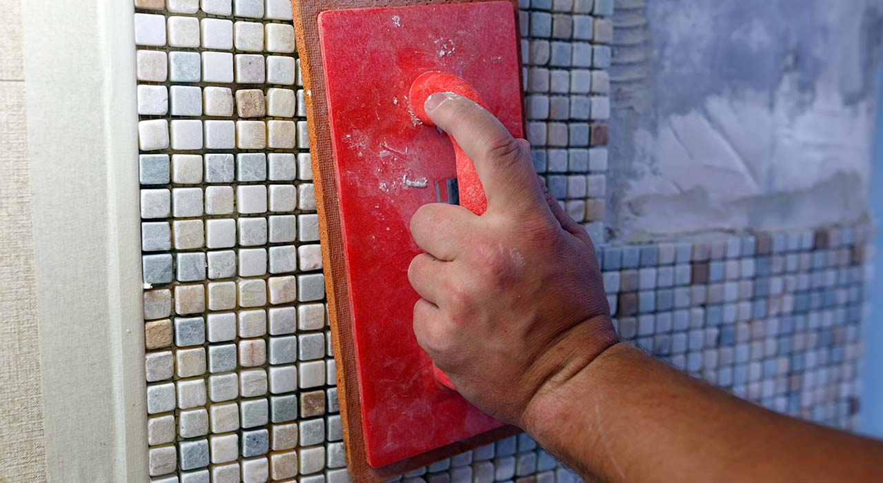 Repairs in the apartment: installing the mosaic tile on the wall