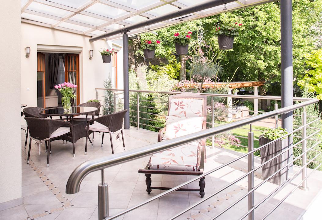 sthetisch und funktional die richtige wahl der terrassen berdachung ratgeber magazin tipps. Black Bedroom Furniture Sets. Home Design Ideas