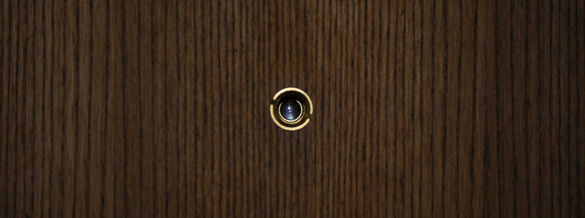 Gut gemocht Nachbar gucken leicht gemacht: Wie Sie einen Türspion einsetzen ME59